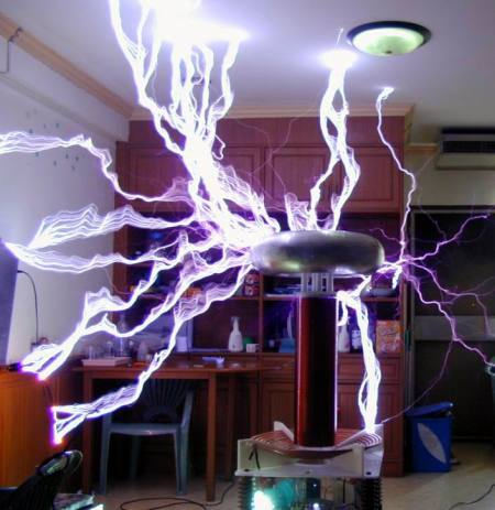 Tesla coil making lots of sparks